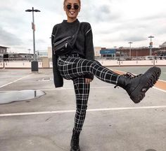 gitranegie fashion trends street Style fashion week inspiration out Fall Trends Dessert Pin Mode Outfits, Grunge Outfits, Hipster Outfits, Mode Grunge, Mode Ootd, Looks Street Style, Grunge Street Style, Cute Casual Outfits, White Outfits