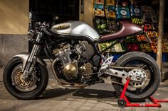 """1998 Suzuki Bandit 600 Cafe Racer """"GREY FLASH"""" by XTR Pepo - Photo by Cesar Godoy #motorcycles #caferacer #motos   caferacerpasion.com"""