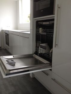 VRI interieur: design keuken met vaatwasser op hoogte Home Appliances, Kitchen Cabinetry, House, Home, Kitchen, Kitchen Diner, Home Kitchens, Kitchen Drawers, Double Wall Oven