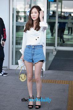 Taeyeon 180421 Incheon Airport to Taipei Airport Fashion Kpop, Kpop Fashion, Asian Fashion, Taeyeon Fashion, Taeyeon Jessica, Seohyun, Airport Style, Girl Crushes, Girls Generation