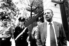 """Link a """"L'uomo che sapeva di dovere morire"""" - Speciale TG1 trasmesso il 15 luglio 2012 -> http://www.rai.tv/dl/RaiTV/programmi/media/ContentItem-3f310601-bd20-48b8-92c4-84c8015e045c.html"""