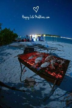 Beach barbeque are Umar's speciality (besides great Italian food) Summer Bbq, Summer Beach, Hotel Food, Beach Bbq, Party Photography, Bbq Party, Tropical Paradise, Staycation, Maldives