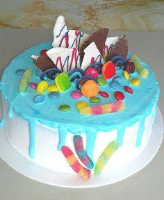 Drip cake de yogurt de vainilla y chantilly. Maricarmen's cakes online Store. 991526566.