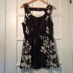 allen b Tops - Smooth flowered black/ white top w/ cut out back