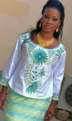 Des supers looks qui peuvent vous inspirer Latest African Fashion Dresses, African Dresses For Women, African Women, African Inspired Fashion, African Print Fashion, Kente Styles, African Models, Ghanaian Fashion, African Design