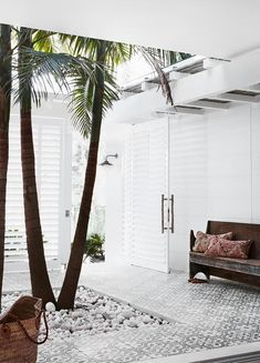 Practicality, calmness and an affinity for neutrals underpin the chic aesthetic of this coastal holiday house that offers a resort-style ambience for several generations of one family. Bahamas House, Internal Courtyard, Indoor Courtyard, Courtyard Ideas, Courtyard Gardens, Courtyard House, Patio Ideas, 1920s House, Australian Homes