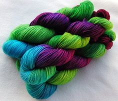 handgefärbte Sockenwolle 450 g    von Piratenwolle auf DaWanda.com