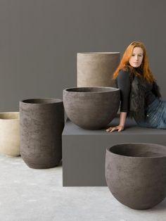 4 modern designers of design pots and planters of high class Concrete Plant Pots, Concrete Bowl, Ceramic Flower Pots, Ceramic Pots, Outdoor Planters, Outdoor Landscaping, Opus Caementicium, Diy Garden Fountains, Coil Pots