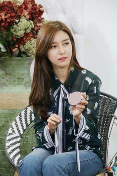 Kim so eun (photos) Korean Actresses, Korean Actors, Actors & Actresses, Wgm Couples, Kim So Eun, Drama Korea, Boys Over Flowers, Celebs, Celebrities