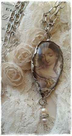 ❥ ..lacey and pretty necklace!