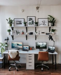 11 Creative Workspaces That Will Make You Finally Clean Your Office – Creative Home Office Design Small Office Design, Cool Office Space, Home Office Setup, Office Interior Design, Office Interiors, Desk Setup, Office Ideas, Ikea Home Office, Apartment Office