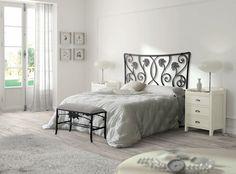 Muebles originales clásicos, cabeceros de forja de calidad combinados con mesitas de madera maciza, busca tu mueble clásico en: http://rusticocolonial.es/mueble-clasico/muebles-de-dormitorio-clasicos/composiciones-dormitorios-de-matrimonio-cl%C3%A1sicos