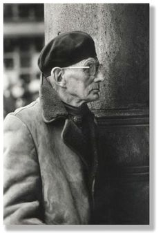 Samuel Beckett. Contemporary Theatre, Prinz Charles, Samuel Beckett, Writers And Poets, Book Writer, Playwright, Black And White Portraits, Interesting Faces, Film Director
