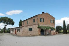 #farmahouse in #Montepulciano with #vineyards
