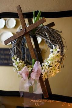 The Gaines Gang: Old Rugged Cross Wreath. love this Easter cross! perfect for my office door! Easter Arts And Crafts, Spring Crafts, Holiday Crafts, Easter Crafts For Adults, Bunny Crafts, Holiday Decor, Cross Wreath, Easter Cross, Craft Projects For Kids