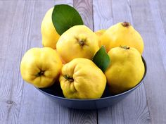 Learn how to prepare and cook quince with this simple guide including easy quince recipes. Cook quince when in season with these easy preparation methods. Nigella Sativa, Fruit Recipes, Cooking Recipes, Healthy Recipes, Quince Fruit, Quince Recipes, Lactuca Sativa, Pineapple Guava, Vegetable Garden