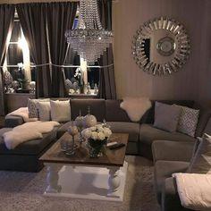 #Dubai90 hos #Repost @renatep92  #myhome #livingroom #livingroominspo #livingroomideas #interior #interior123 #interiorinspo #interiørtips #interiørdilla #interiør #mitthjem #stue #stueinspirasjon #sølv #godnatt