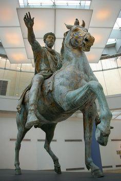 Capitoline Museums. Palazzo dei Conservatori. The Exhedra of Marcus Aurelius. Equestrian Statue of Marcus Aurelius. The original, probably erected between 176-180 A.D.