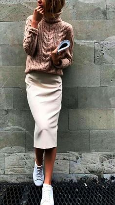 """60 Casual Fall Work Outfits Ideas 2018 It is very important to make your work outfits work. To help you give some outfit ideas, here are stylish, yet professional casual fall work outfits ideas""""}, """"http_status"""": window. Look Fashion, Street Fashion, Trendy Fashion, Fashion Women, Winter Fashion, Fashion Trends, Fashion Ideas, Fashion Clothes, Skirt Fashion"""