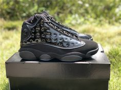 Hot Sale Graduation Time 13 Black Cat Mens Basketball Designer Shoes New Comfort XIII Cap And Gown Sport Fashion Sneakers Come With Box Jordan 13 Black, Jordan 1 Mid, Jordan Swag, First Air Jordans, Newest Jordans, Retro Basketball Shoes, Retro 13, Cap And Gown, Classic Sneakers