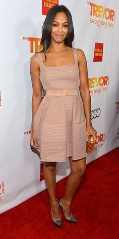 ZOË SALDAÑA    Para desfilar por la alfombra roja del evento Trevor Projects, celebrado en Hollywood, California, la actriz escogió un diseño de Lanvin color rosa, y lo combinó con tacones con brillo en las puntas.