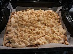 Μια διαφορετική μηλόπιτα.Μια μηλόπιτα με αφράτη μπισκοτένια ζύμη,γεμιστή με τριμμένα μήλα και κρέμα βανίλιας!!! Macaroni And Cheese, Ethnic Recipes, Food, Mac And Cheese, Meals, Yemek, Eten