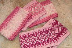 Desiree kort og godt: Rosa Marius pannebånd Crochet Hook Sizes, Crochet Hooks, Knit Crochet, Free Knitting, Knitting Patterns, Crochet Patterns, Knitted Headband, Knitted Hats, Yarn Weight Chart