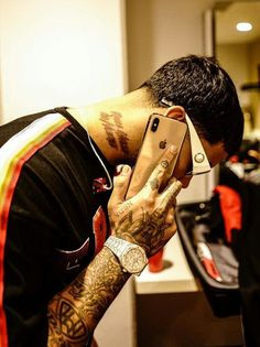 Anuel Aa Wallpaper, Gucci Wallpaper Iphone, Supreme Wallpaper, Aa Tattoos, Tattoos For Guys, Latin Artists, Music Artists, La Muerte Tattoo, Man Crush Everyday