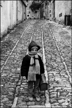 Ferdinando Scianna Sicily, Erice, a child in the street. 1987