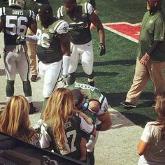 Kisses before the game. Eric And Jessie Decker, Jessica James Decker, Eric & Jessie, Eric Decker, Jessie James, Cute Family, Her Music, Celebrity Couples, Mr Mrs