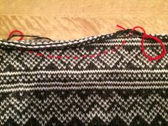 Slik kan du lage pen hals — Hjertebank - Lilly is Love Knitting Blogs, Knitting Patterns, Beanie Pattern, Cute Winter Outfits, Vertical Stripes, Pullover, Ravelry, Knit Crochet, Pure Products