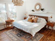 Bohemian Bedroom Design, Design Bedroom, Master Bedroom, Bedroom Decor, Bedroom Black, Bedroom Ideas, Style Oriental, Oriental Rug, White Bedding