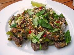 Rindfleisch mit vietnamesischem Koriander und Frühlingszwiebeln