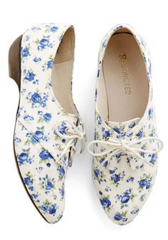 Scenic Strolling Flat. Allow these floral Oxfords by Restricted to lead you down the tree-lined paths of your neighborhood! #white #modcloth