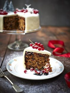 Bee's Bakery's perfect Christmas cake recipe Xmas Food, Christmas Cooking, Christmas Desserts, Cakes To Make, How To Make Cake, Cake Recipes Uk, Dessert Recipes, Recipes Dinner, Fish And Chips Rezept