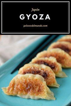 Gyoza: empanadillas rellenas de carne de cerdo y verduras. Receta japonesa.  http://golososdelmundo.com/2017/04/gyoza-japon/