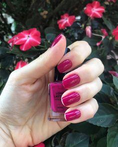 De nagellak kleurtjes worden langzaam weer wat donkerder. Je kunt eindeloos blijven variëren met de kleuren van HEMA #HEMA #nagellak #beauty #nailart
