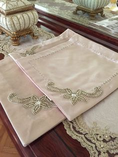 Taşlı oda takımı Sewing Paterns, Sewing Art, Beaded Embroidery, Embroidery Patterns, Cross Stitch Patterns, Handmade Gifts For Friends, Tailor Shop, Towel Crafts, Dining Table In Kitchen