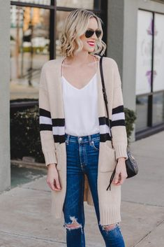 Have you ever wondered when to tuck and not tuck your shirt plus how? This post is your guide to the front tuck, full tuck, tie, and leaving untucked! Simple Outfits, Cool Outfits, Casual Outfits, Fashion Outfits, Fashion Ideas, Women's Fashion, Fashion Hacks, Fashion Tips, Winter Fashion