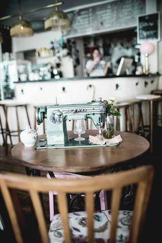 Wochenende in Würzburg: 7 Tipps für die Stadt am Main Martini, Lily, Restaurant, Table Decorations, Travel, Europe, Travel Inspiration, Viajes, Diner Restaurant