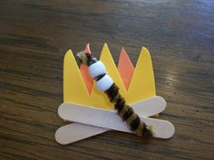 Campfire Crafts and Activities * Campfire — looks like it's made of craft foam, craft sticks, pipe cleaners & beads Girl Scout Swap, Girl Scout Leader, Girl Scout Troop, Brownie Girl Scouts, Cub Scouts, Tiger Scouts, Hat Crafts, Craft Stick Crafts, Crafts For Kids