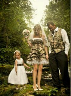 Redneck wedding ideas are hot topics recently, and now I've some unique wedding ideas in my mind these days, and it's Camo! Everything Camo! Image that you wear a camo wedding dress on your big day, and it can be memo. Redneck Wedding Dresses, Camp Wedding, Dream Wedding, Redneck Weddings, Country Weddings, Western Weddings, Themed Weddings, Rustic Weddings, Wedding Outfits