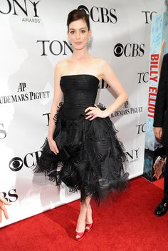 Anne Hathwaway in Oscar de la Renta - June 7, 2009. Just LOVED Anne's style in this era. Always exquisite, always exciting and oh-so-full of personality!!!