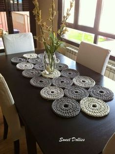 20 Incredible DIY Crochet Tablecloth Ideas To Refresh The Whole Living Environment Decoration ideas Crochet Diy, Love Crochet, Crochet Crafts, Crochet Projects, Modern Crochet, Crochet Flor, Crochet Rugs, Crochet Table Runner Pattern, Crochet Placemats