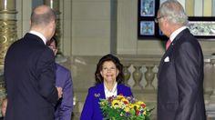 Hamburgs Erster Bürgermeister Olaf Scholz (SPD, l.) begrüßt König Carl Gustaf und Königin Silvia von Schweden im Hamburger Rathaus. © dpa-Bildfunk Fotograf: Georg Wendt
