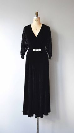 Vintage 1930s deep midnight blue silk velvet dress with dramatic devoré sleeves with geometric pattern, bishop cuffs, surplice neckline, bias construction and deco rhinestone belt buckle. --- M E A S U R E M E N T S --- fits like: large bust: 40-45 waist: 37-40 hip: 42 length: 58 brand/maker: n/a condition: excellent to ensure a good fit, please read the sizing guide: http://www.etsy.com/shop/DearGolden/policy ✩ layaway is available for this item ✩ more ...