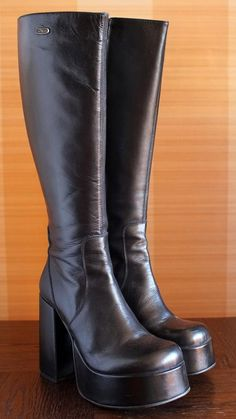 Women S Shoes Vocabulary Platform Boots Outfit, High Heel Boots, Heeled Boots, High Heels, Pretty Shoes, Cute Shoes, Me Too Shoes, 90s Boots, Funky Shoes