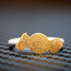 """bonbon""Gold Ring. von Frances Kahnt"