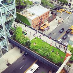 We love lazy afternoons on the High Line. Photo by @timothyschenck