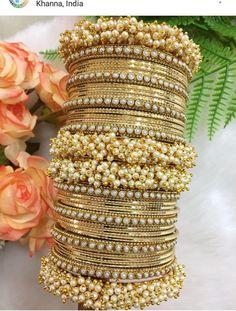 Antique Jewellery Designs, Fancy Jewellery, Stylish Jewelry, Fashion Jewelry, Indian Jewelry Sets, Silver Jewellery Indian, Indian Wedding Jewelry, Chuda Bangles, Bridal Bangles